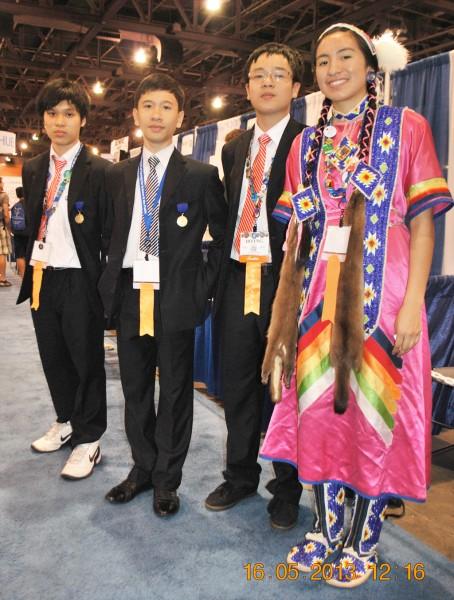 130516-phphuoc-intel-isef-phoenix-exhibits-102-1024