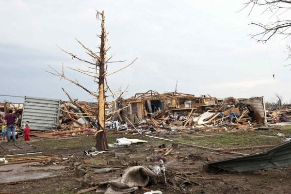 130520-oklahoma-tornado-04