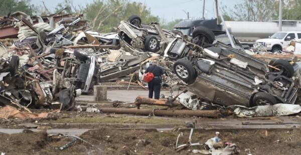 130520-oklahoma-tornado-06