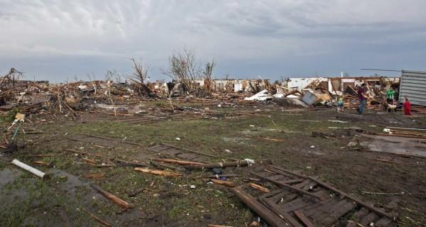 130520-oklahoma-tornado-07