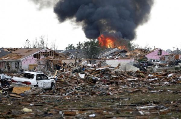 130520-oklahoma-tornado-08