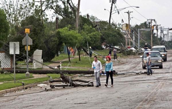 130520-oklahoma-tornado-09
