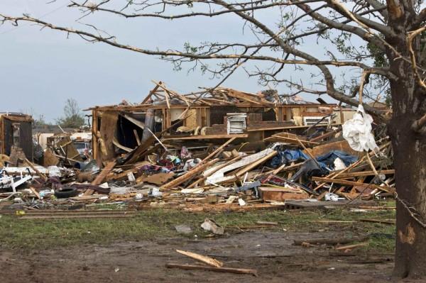 130520-oklahoma-tornado-10