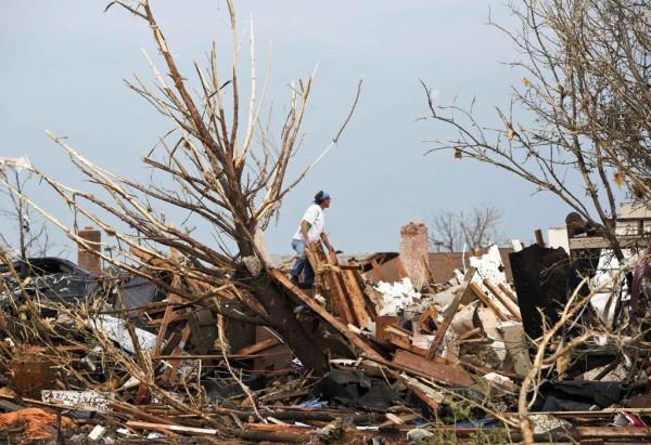 130520-oklahoma-tornado-11
