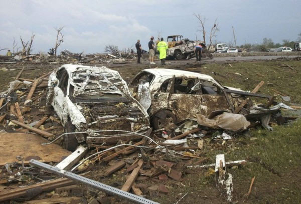 130520-oklahoma-tornado-12