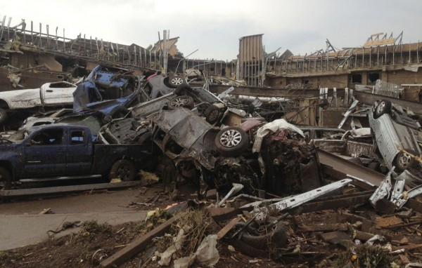 130520-oklahoma-tornado-16