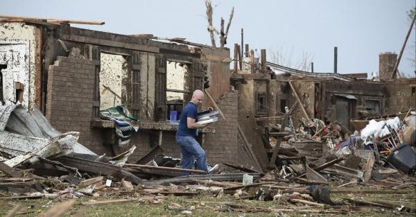 130520-oklahoma-tornado-21
