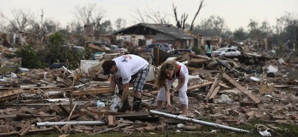 130520-oklahoma-tornado-23