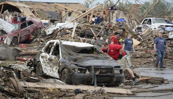 130520-oklahoma-tornado-25