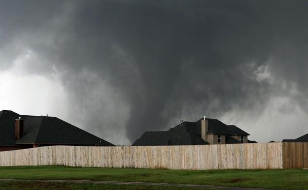130520-oklahoma-tornado-27