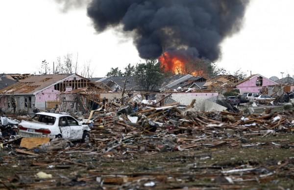 130520-oklahoma-tornado-28