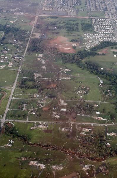 130520-oklahoma-tornado-29