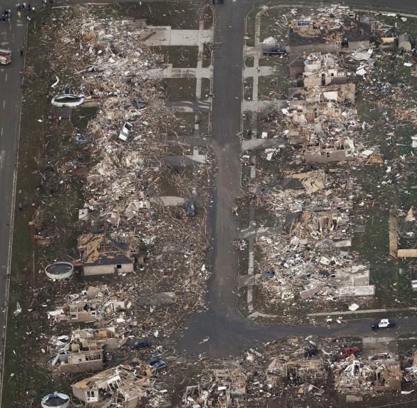 130520-oklahoma-tornado-31