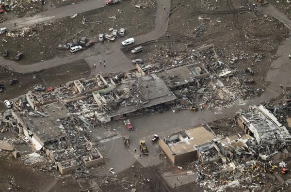 130520-oklahoma-tornado-33