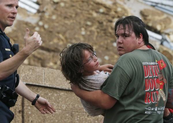 130520-oklahoma-tornado-36