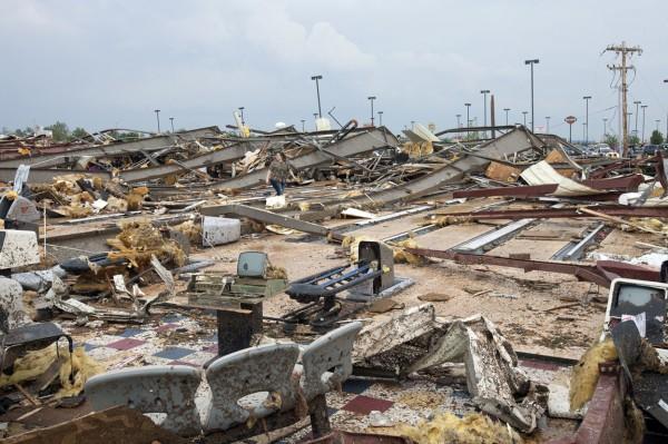 130520-oklahoma-tornado-39