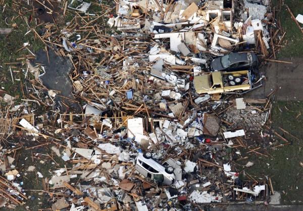 130520-oklahoma-tornado-42