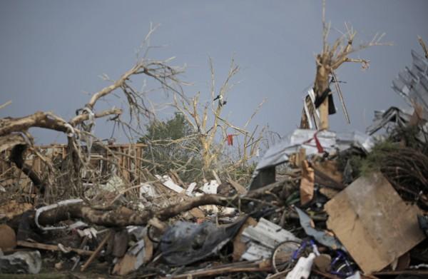 130520-oklahoma-tornado-43