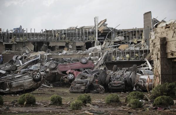 130520-oklahoma-tornado-44