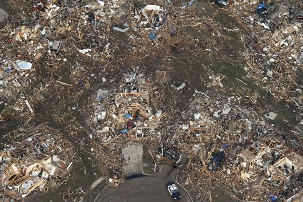 130520-oklahoma-tornado-46