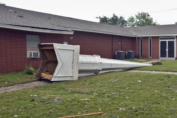 130520-oklahoma-tornado-51