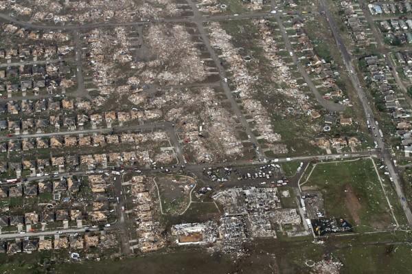 130520-oklahoma-tornado-52