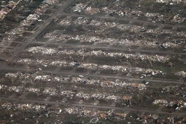 130520-oklahoma-tornado-53