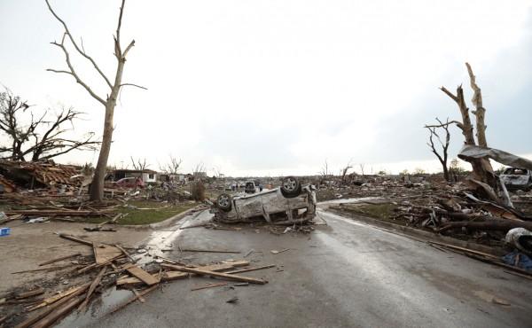 130520-oklahoma-tornado-55