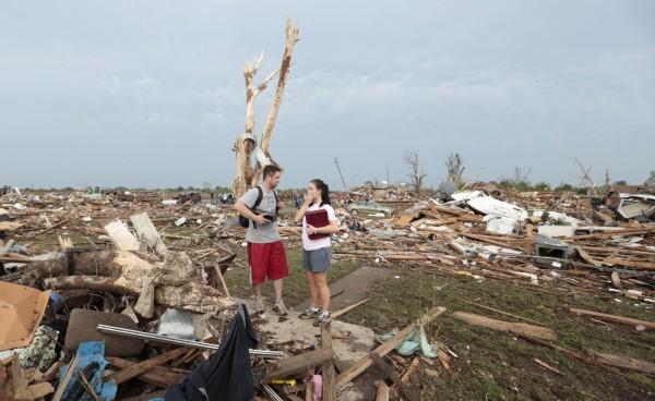 130520-oklahoma-tornado-56
