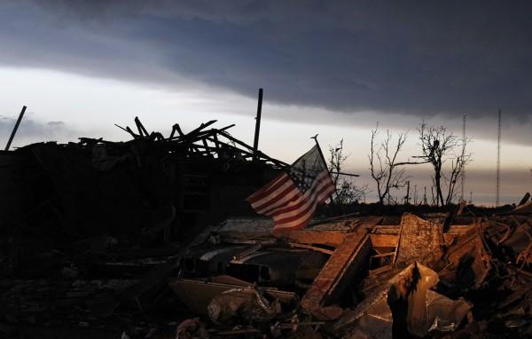 130520-oklahoma-tornado-57
