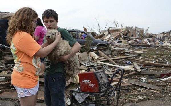 130520-oklahoma-tornado-59