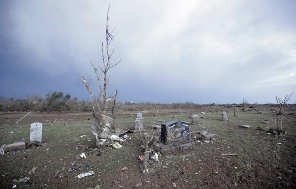 130520-oklahoma-tornado-61