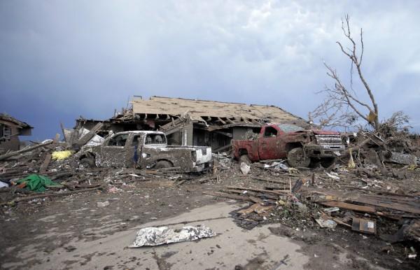 130520-oklahoma-tornado-63