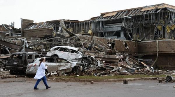 130520-oklahoma-tornado-ap-01