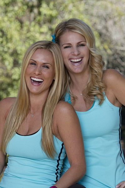 2013-amazing-race-22-Caroline-Jennifer