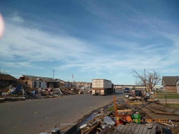 130602-phphuoc-oklahoma-moore-tornado-039_resize