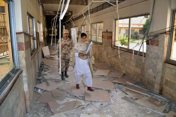 130616-bolan-hospital-pakistan-01