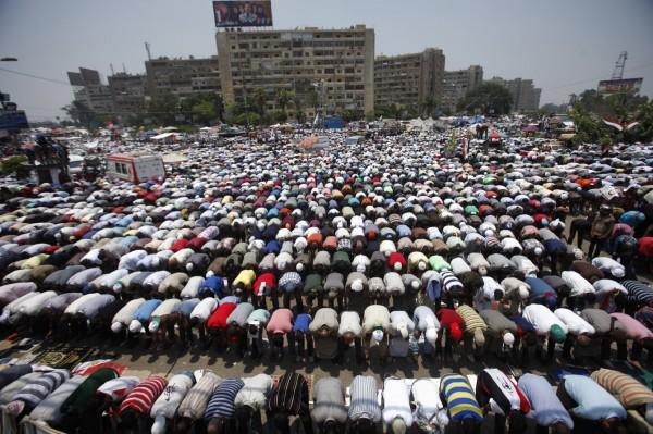 130704-egypt-president-morsi-supporters-14