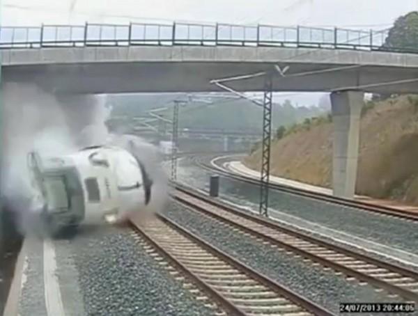 130724-spain-derail-train-01