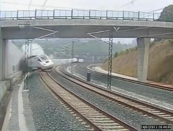 130724-spain-derail-train-02