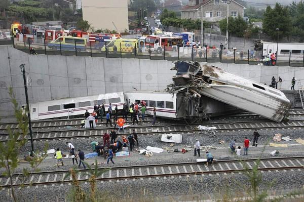 130724-spain-derail-train-06