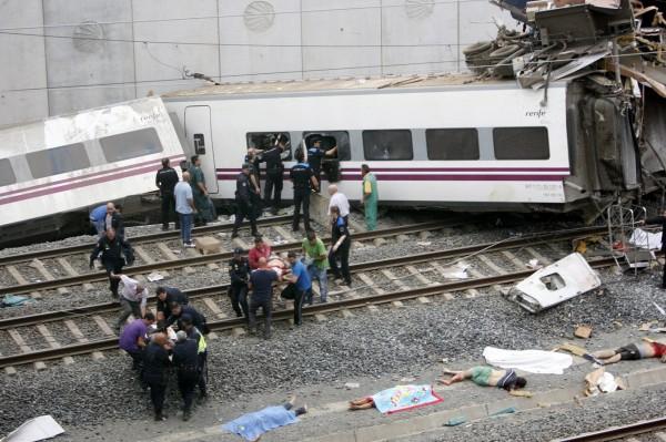 130724-spain-derail-train-09