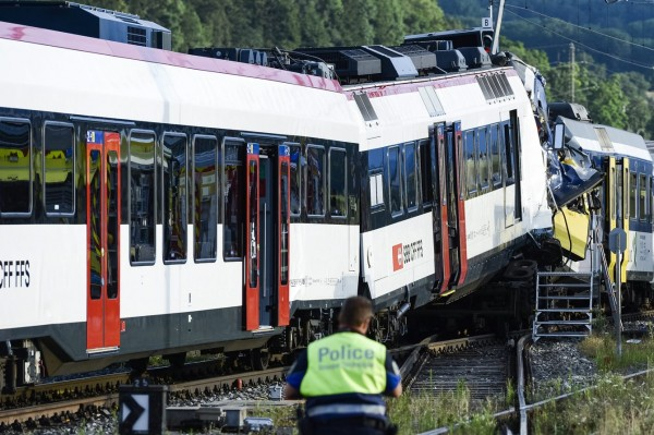 130729-Swiss trains collide-02
