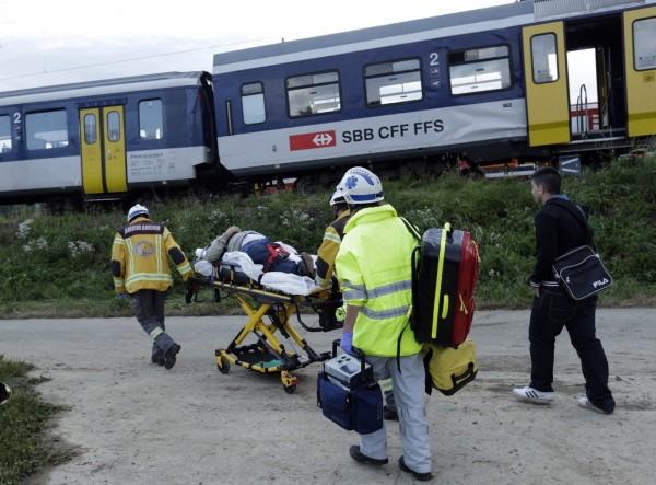 130729-Swiss trains collide-05