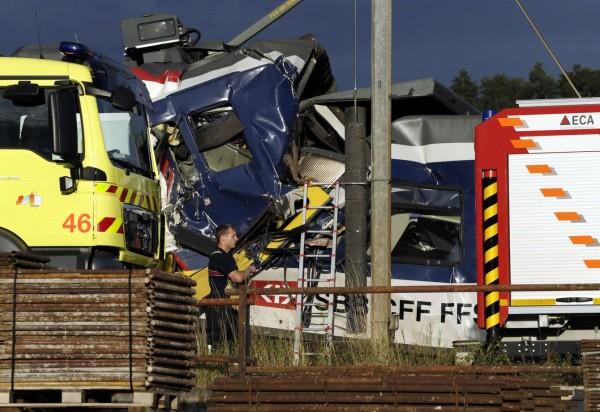 130729-Swiss trains collide-06