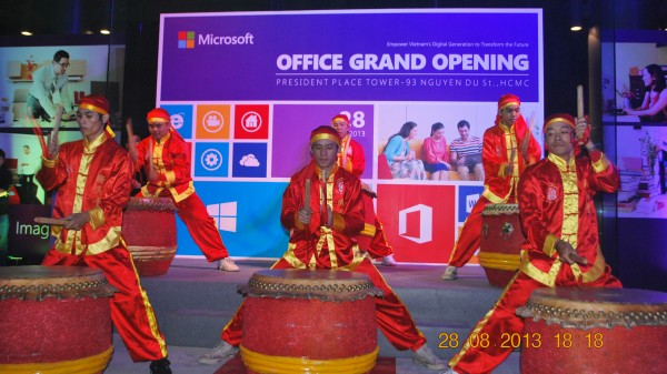 130828-php-microsoft-opening-new-office-hcm-09-2000