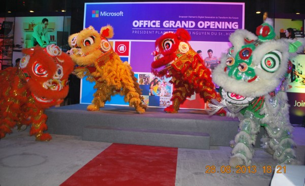 130828-php-microsoft-opening-new-office-hcm-16-2000