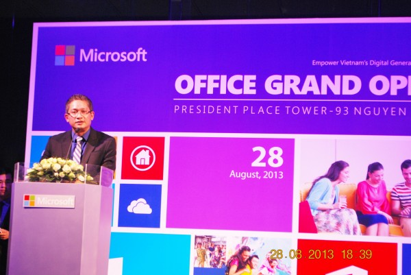 130828-php-microsoft-opening-new-office-hcm-27_resize