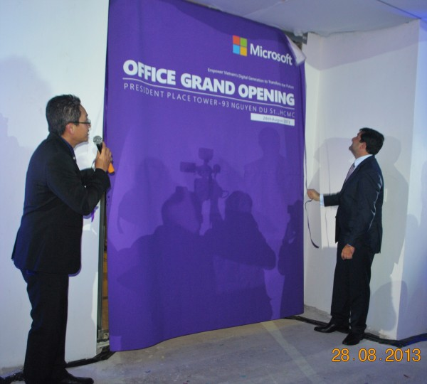 130828-php-microsoft-opening-new-office-hcm-38-2000