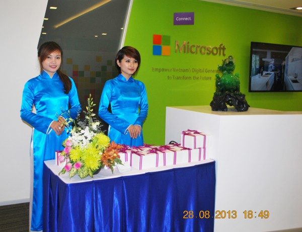 130828-php-microsoft-opening-new-office-hcm-40-2000